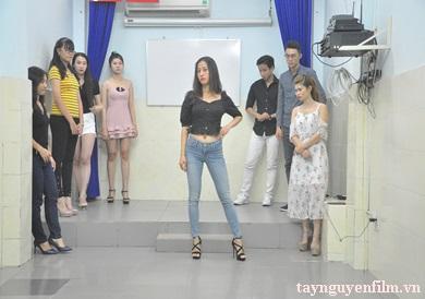 dạy người mẫu