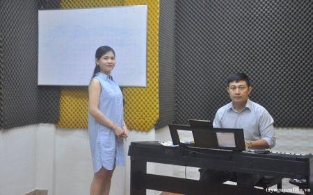 Muốn làm ca sĩ thì học trường nào
