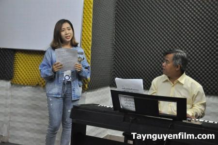 dạy học làm ca sĩ
